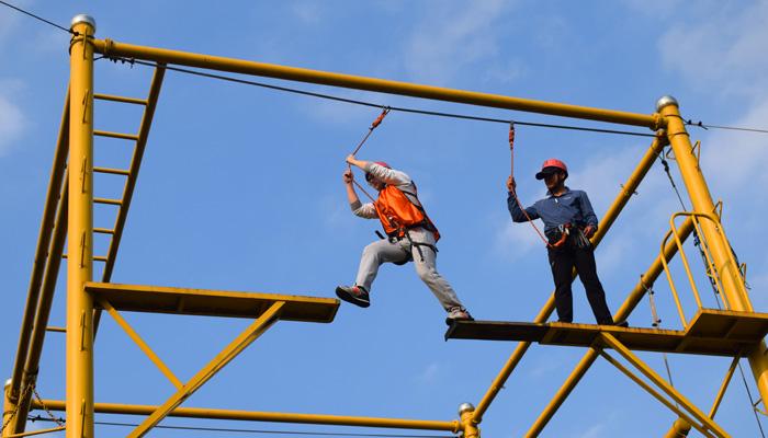 拓展项目:高空断桥|拓展培训,上海拓展培训,培训,企业培训,拓展训练,拓展训练,团队,大型团队,项目.