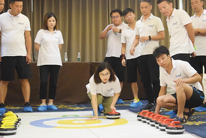 不要再说冰壶运动玩不起了,现在谁都可以!|拓展训练,上海众基,拓展