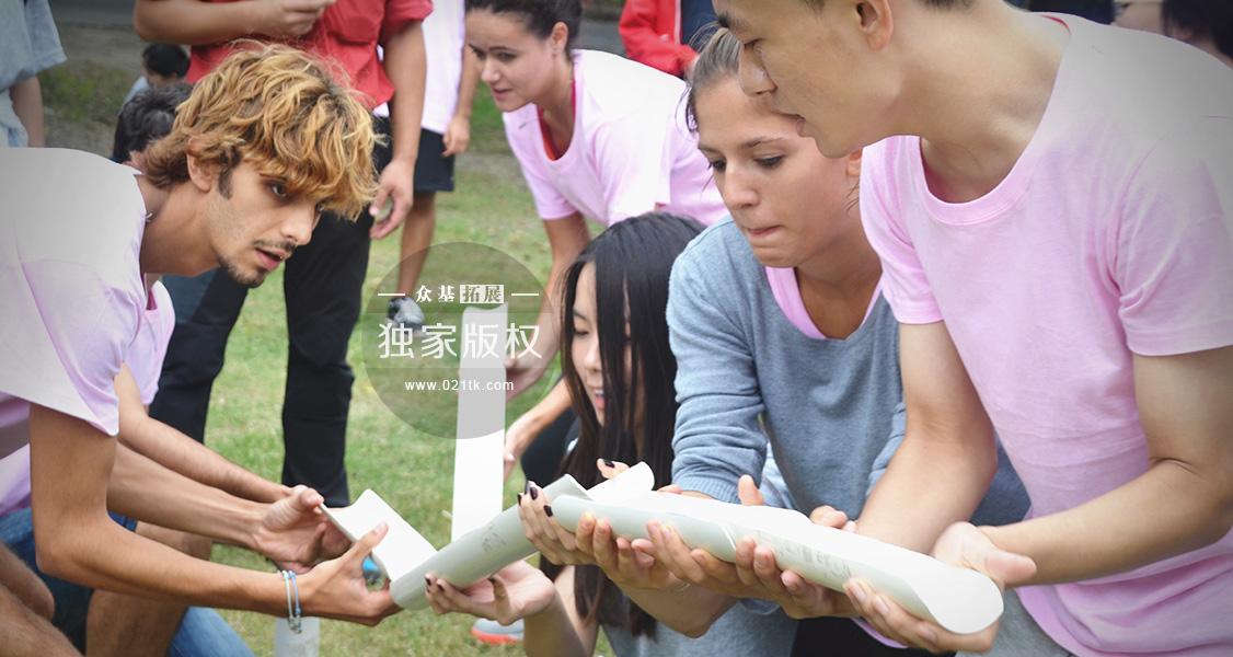 我们常说的友情不分国界,团队间的合作精神亦是没有国界之分。在这个DDIM的中意合作班,意大利的小伙子们一样会为了移动高尔夫而更好地配合,中国的姑娘也一样有着拼搏向上的团队精神。
