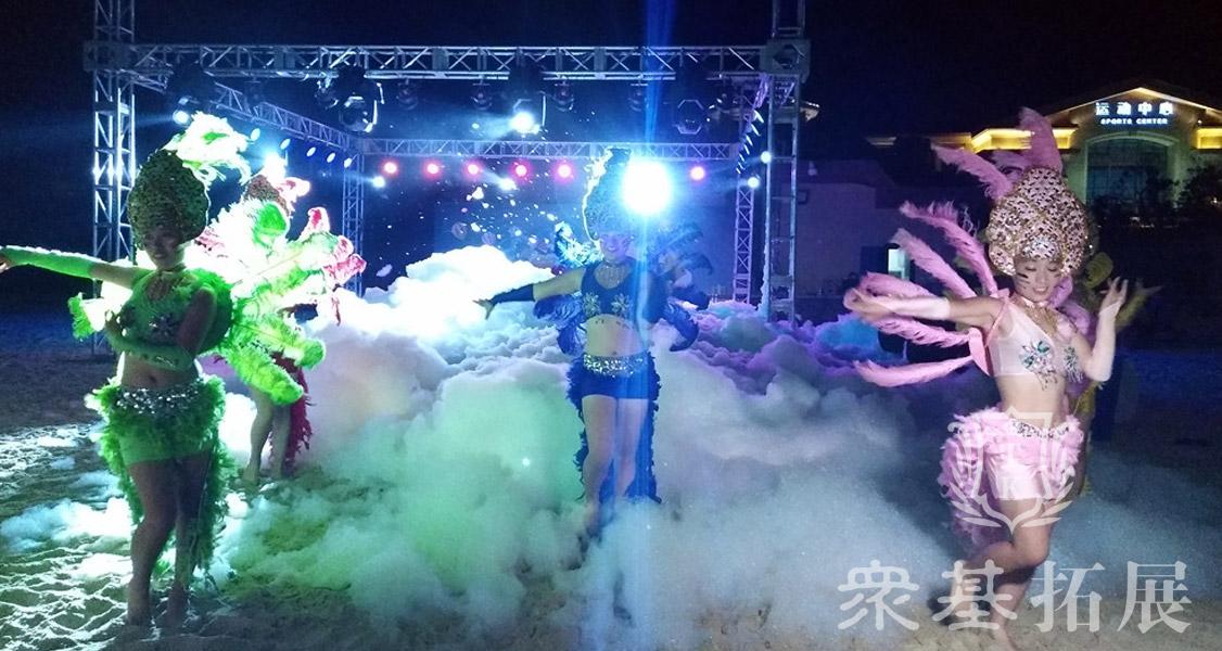 沙滩parity,洋溢着东南亚的风情,在配上舞蹈,让你的年会更加充满新意。