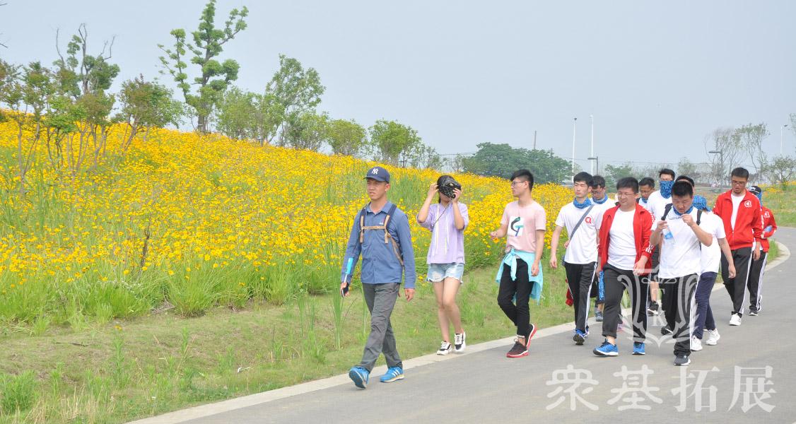 正直徒步好时节随着年龄的增长,人的记忆力也在退转,徒步能够增加记忆力,记住每天早上走路,记忆力会越来越强了。