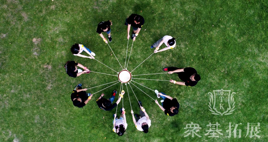 分工协作,合适的人在合适的位置;建立团队内有效的沟通渠道及建立团队智慧展示的平台,让学员在高时间压力下学会冷静地按照设定的计划准确无误地执行并且通过自我鼓励和鼓励合作伙伴。